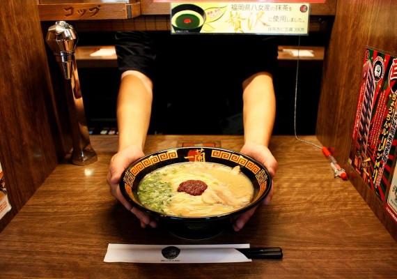 不用幫QQ!台北10間單身狗餐廳 讓你一個人吃也不尷尬_一蘭