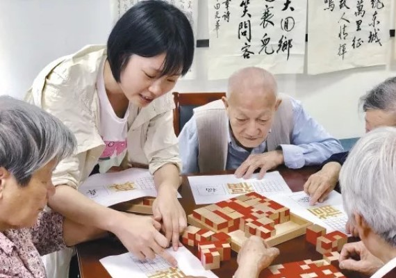 老人玩遊戲