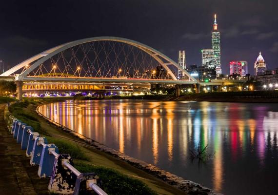 彩虹河濱公園101煙火
