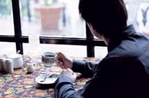 等咖啡還是等一個人?大家都在咖啡店做什麼?