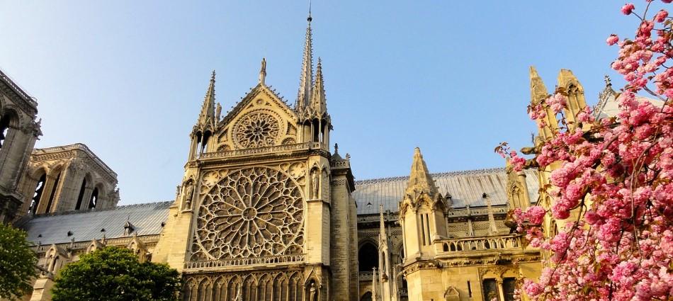 分析/你相信巴黎聖母院會消失嗎?一場世紀大火燒出眼淚與良心