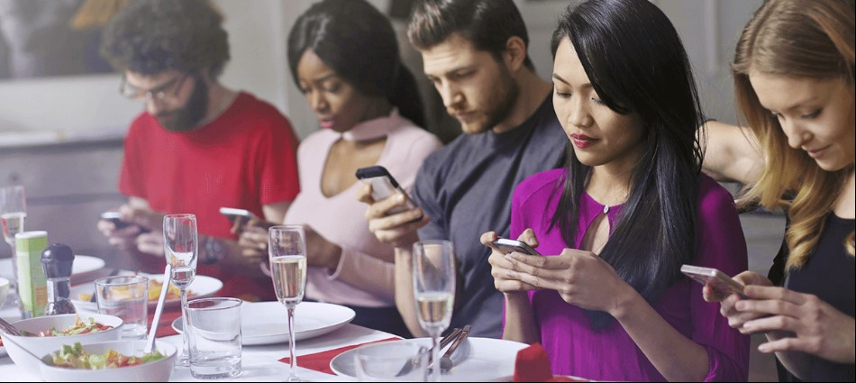 十大餐桌禮儀調查!飯桌上這些行為超NG 發出咀嚼聲只排第2