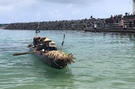為證明日本人祖先來自台灣!他們划45小時獨木舟成功抵達沖繩