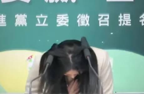 鞠躬5秒鐘「頭插麥克風」!賴品妤對決黃國昌助理:有信心贏
