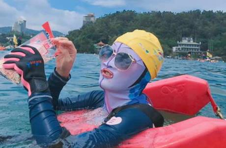 「臉基尼」有效發揮!她全身包成這樣泳渡日月潭 網瘋:會被驚死