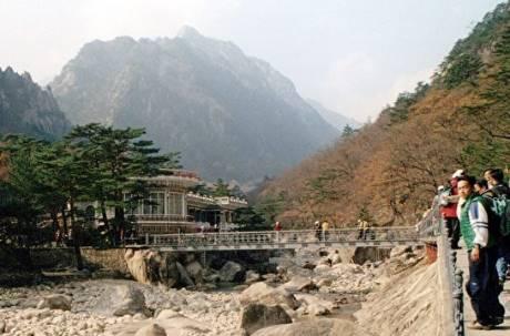丟臉丟到國外! 遊北韓卻脫隊「登頂」當地2導遊下場超慘
