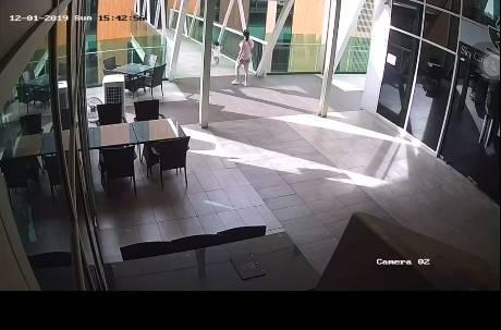 現場畫面曝光!她拿手機開心紀錄…1歲女兒下一秒失足墜樓亡