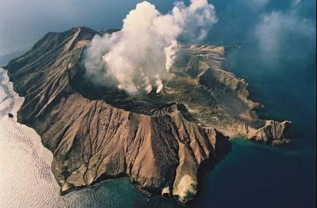 「探險旅遊」不能說的秘密?美照、話術害18人慘死火山