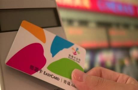 悠遊卡沖繩也能玩!琉球銀行宣布合作 社長:目標日本全境都能用