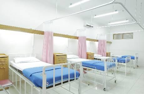 住院、手術都不用錢!「地表最強健保」為何放任集體染疫?