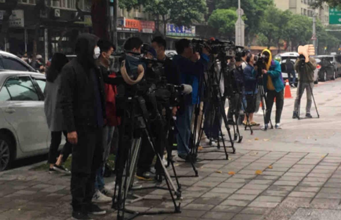 因媒體站崗報導受歧視 停課高中生:不只肺炎會殺人