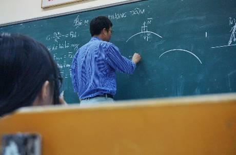 獎學金「都從老師年終獎金扣來的」!大學撒幣救招生導致「高教惡性循環」