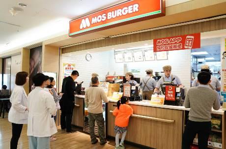 好小氣?餐飲業前段班盈餘賺飽飽! 摩斯、瓦城平均薪資卻低於業界水平