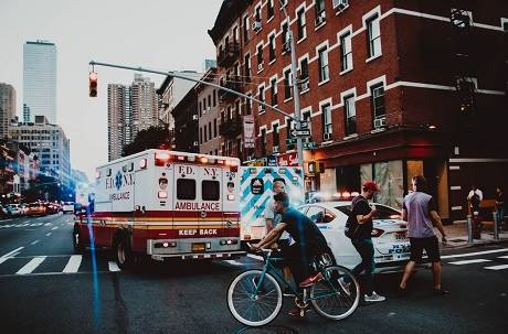 計程車司機:人死我負責! 與救護車擦撞不給走 車上病患不治身亡