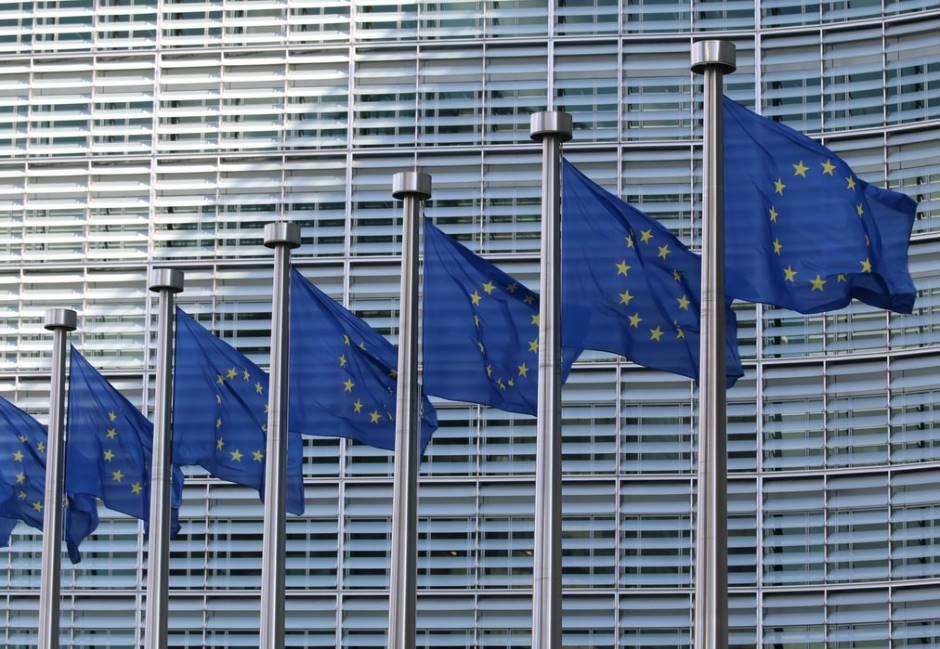 馬克宏爆氣拍桌、梅克爾憤怒離席!歐盟峰會驚險落幕