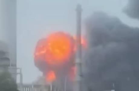 雲林麥寮六輕起火!濃煙密佈數公里可見 一度傳爆炸聲響