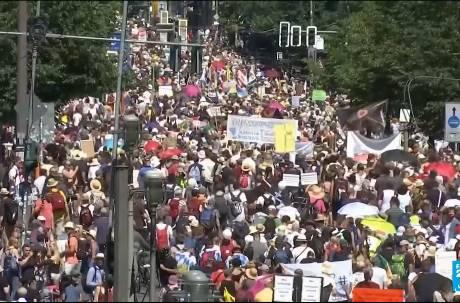 不爽戴口罩! 德國萬人示威反防疫「擺脫讓我們成為奴隸的口罩」