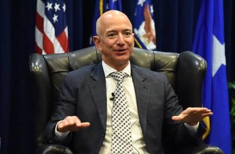 身價破6兆史上最有錢!貝佐斯超越比爾蓋茲成最強富豪 前妻躍升女性首富