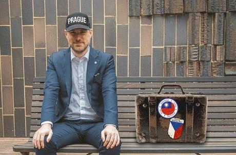 我也一起來!布拉格「愛台」市長加入捷克訪台團 發文秀捷台兩國旗