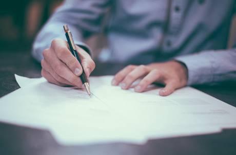 日本推動「無紙計畫」!10 月起廢除個人印章 再禁傳真機、紙類文件