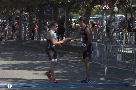 超越獎牌的運動家精神! 第四名選手在終點線停下…把獎讓給跑錯路的他