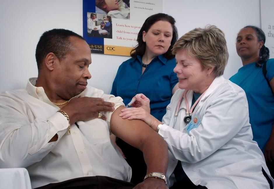 男打疫苗10天後命危!家屬痛哭:不能接受健康的人變這樣