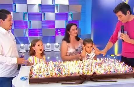 「吹蠟燭姐妹花」爭吹互扯頭髮爆紅 登電視「超常發揮」1分鐘吹完500根