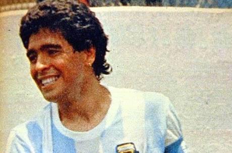 阿根廷足球傳奇殞落!「上帝之手」馬拉度納因心臟病享壽60歲