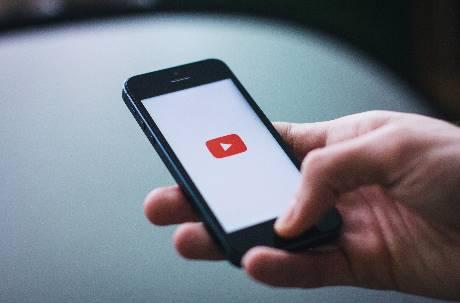 YT影片強制插入廣告卻不分紅!網轟「吃相難看」:被取代只是時間問題