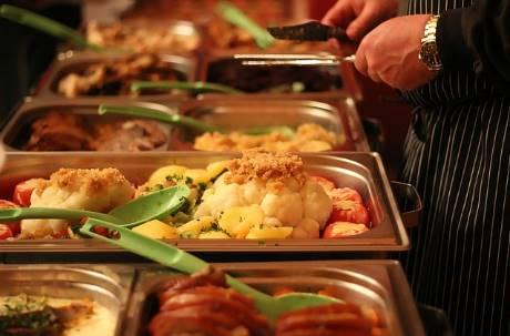年輕人吃自助餐比較不會點魚?網分析「2關鍵」:不如吃雞腿