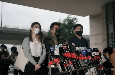 香港社運領袖黃之鋒、周庭認罪 分別遭判監禁13.5個月、10個月