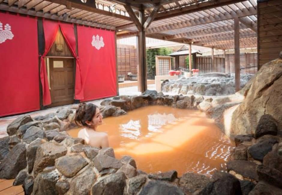 泡好湯免錢?不輸日本有馬溫泉的「黃金足湯」在台灣