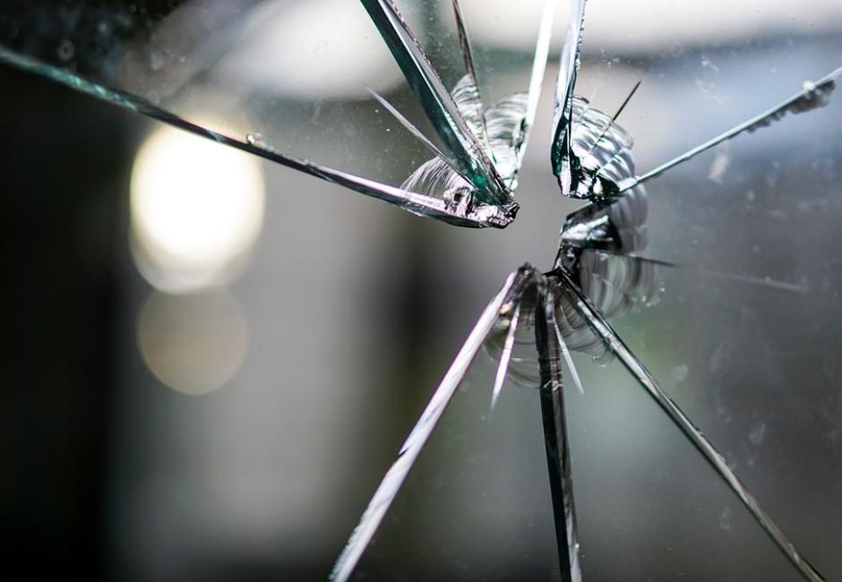 從亂丟垃圾到殺人分屍!讓人毛骨悚然的「破窗效應」犯罪學