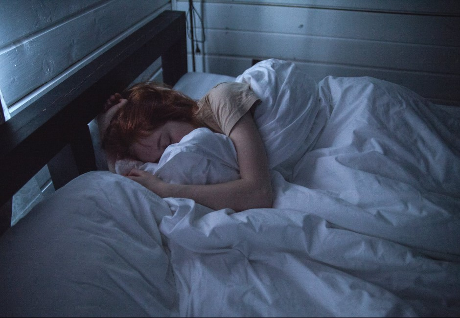 欠的還不夠多?常熬夜連睡眠也「負債」 發病起來比酒駕更可怕
