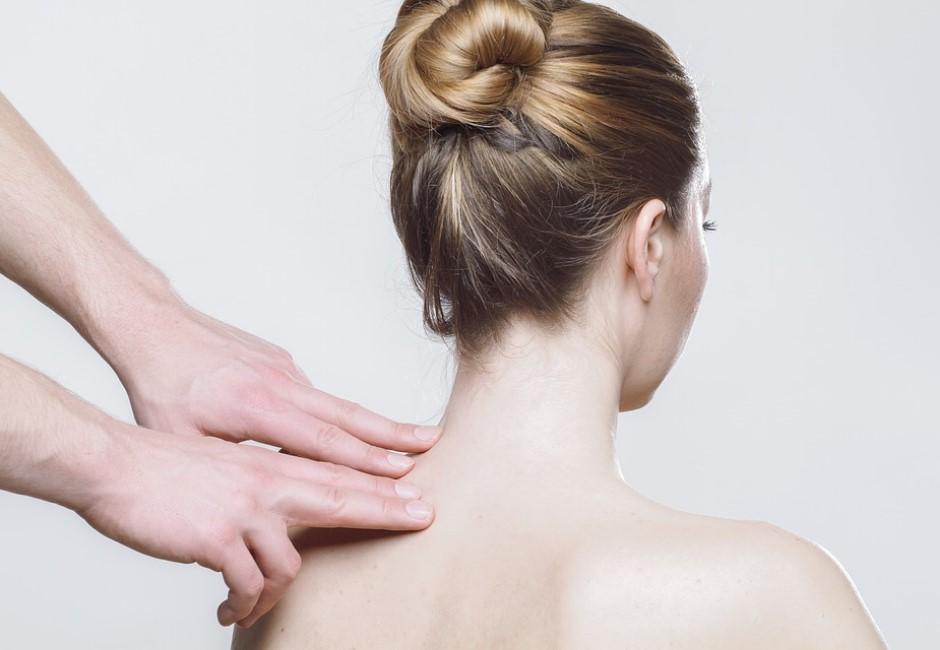 靠彎腰檢測你「歪不歪」!脊椎側彎別害怕 天天5分鐘保你的龍骨