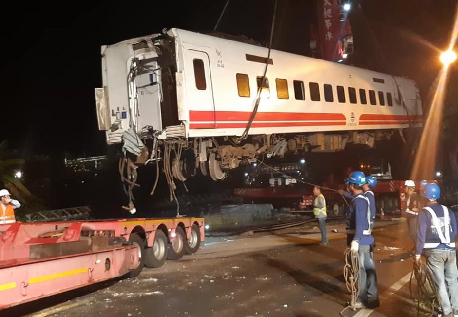 「80秒殺人事件」震驚日本 最慘JR出軌107條命全推給駕駛