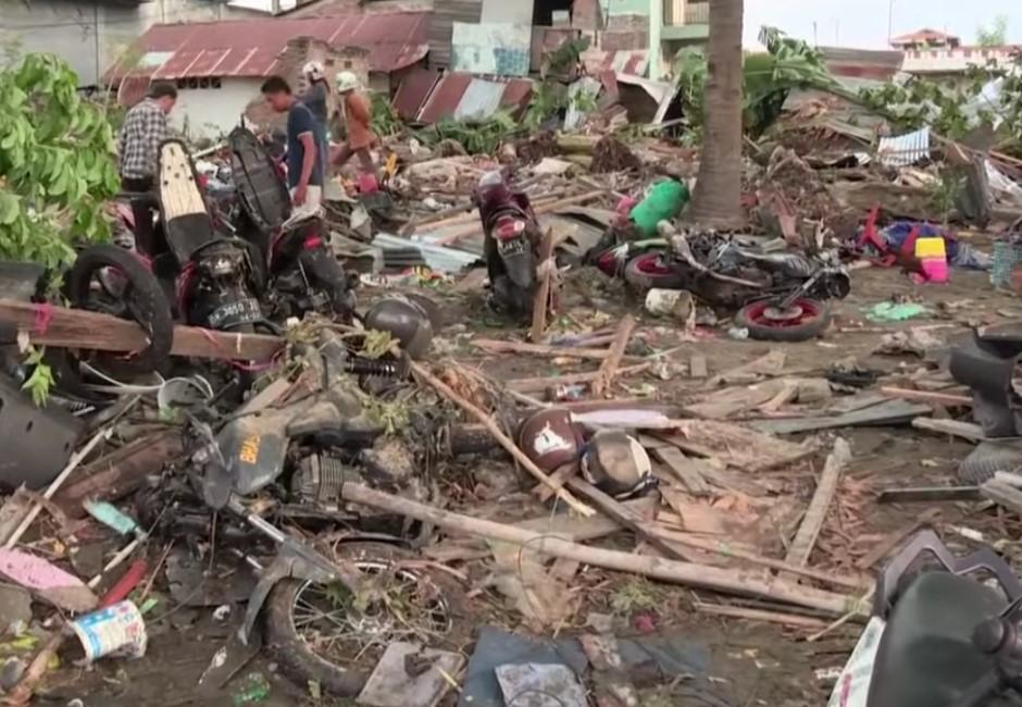 海水一退遍地屍骸!印尼7.5強震後遭海嘯侵襲 罹難人數恐破千
