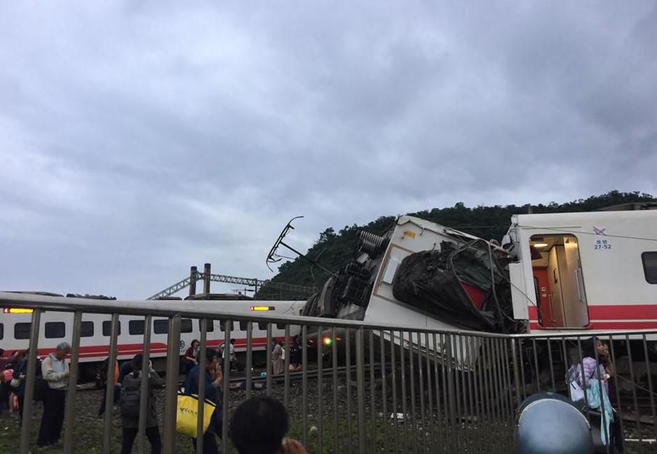 死傷慘重的第8車廂為何變車頭?台鐵人員解釋原因