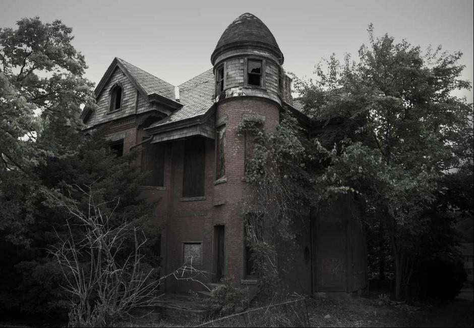 「爬上床撞爛頭」鬼童謠夜夜響起…古鎮查一年悚見「惡靈」存在