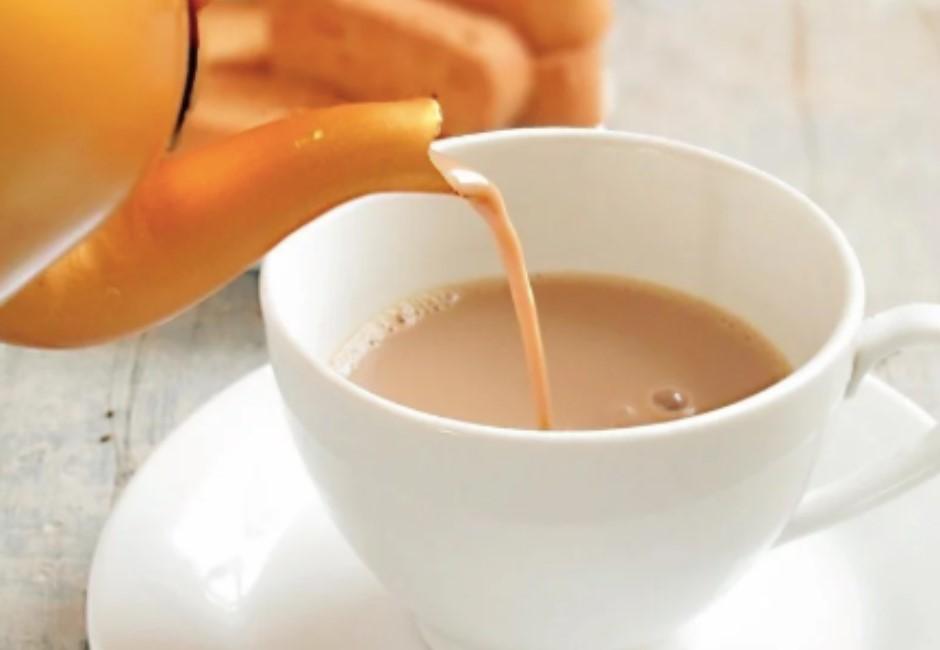 奶茶控淚喊「難怪我常生病」!喝紅茶+牛奶竟帶給身體這後果