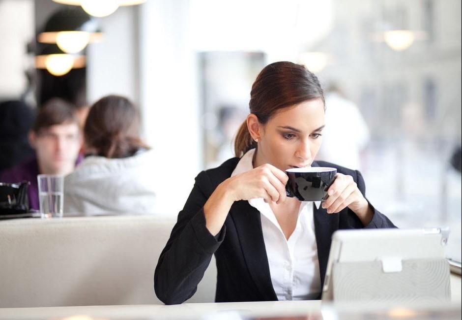 每天喝茶、咖啡老了一定骨質酥鬆?權威醫師拿數據爆出驚人事實