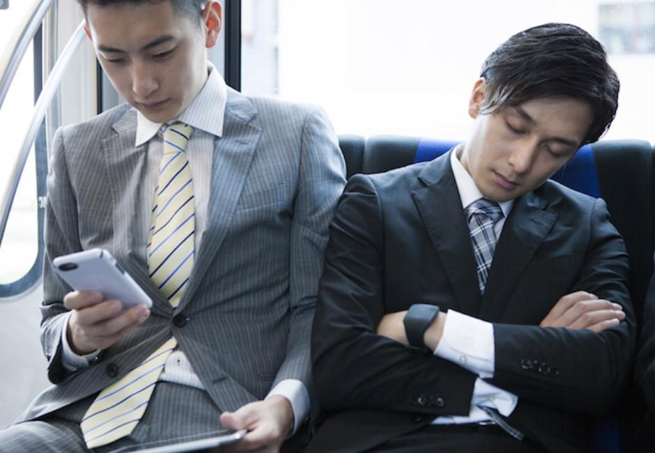 下班搭捷運打盹超傷身!24大睡眠名醫勸:有空位最好別坐