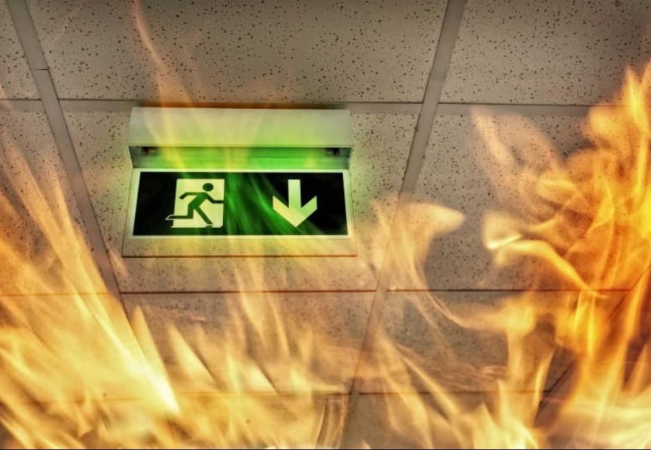 火災時千萬別往上跑、躲廁所!消防員親揭4大錯了就死的逃生知識