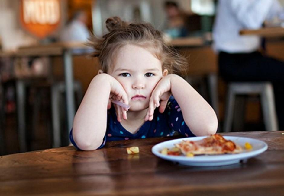 別再嫌棄吃飯很慢的人!研究指出與「慢食者」共餐有好處