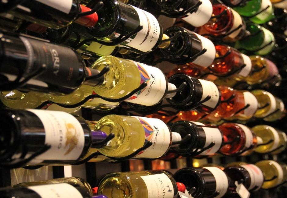 葡萄酒的瓶身有秘密!讓你忍不住想摸的瓶底凹槽到底幹嘛用的?