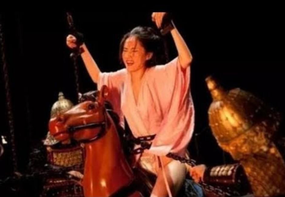尖棍猛力刺穿下體!揭清朝女用3酷刑 網公認「木驢」終極病態