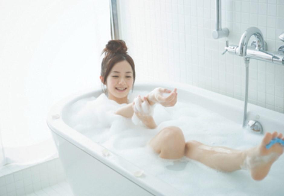上輩子燒好香才有這同事!喜歡早上洗澡的人有這「不可取代」特質