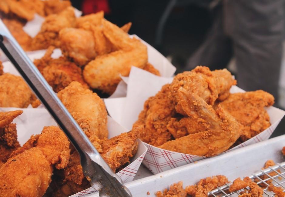 不吃軟骨=人緣好?日節目用「啃雞翅」測人格 剩肉吃法注定魯!