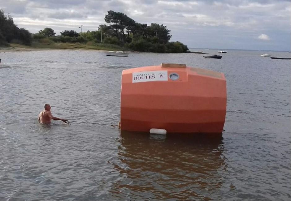 影/乘橡木桶漂流海上122天!法72歲老翁冒險勇渡大西洋
