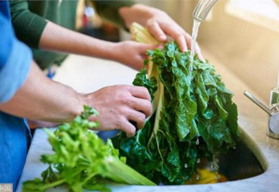 蔬菜先切還先洗?食藥署公布正解…弄錯「這一步」農藥恐下肚
